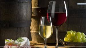 Wine-Glass-With-Grapes